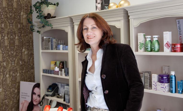 Martina Weber in Ihrem Kosmetikstudio in Castrop-Rauxel